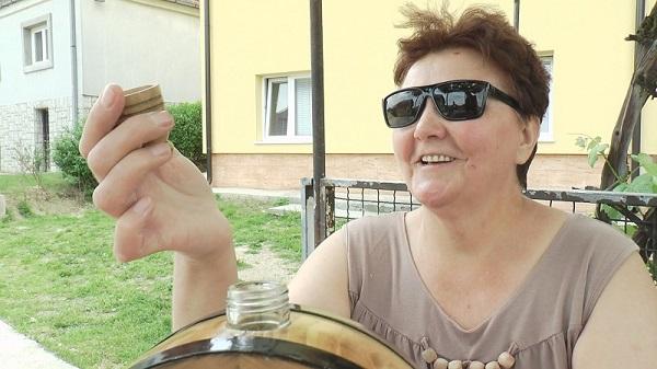 Она је једина жена здравичарка у златиборском крају