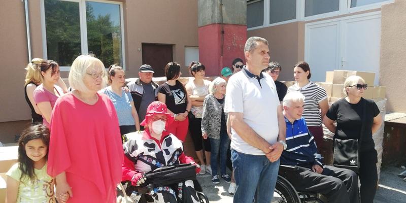 Фондација Ана и Владе Дивац поделили пакете особама са инвалидитетом у Чачку