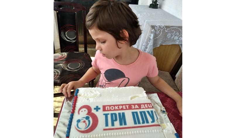 """Малој Милици поред значајне помоћи рођенданска торта од покрета """"Три плус"""""""